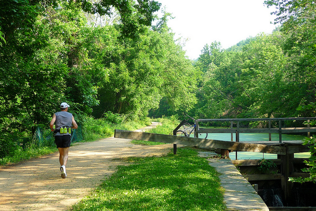 A runner approaches Lock 6 of the C&O Canal.