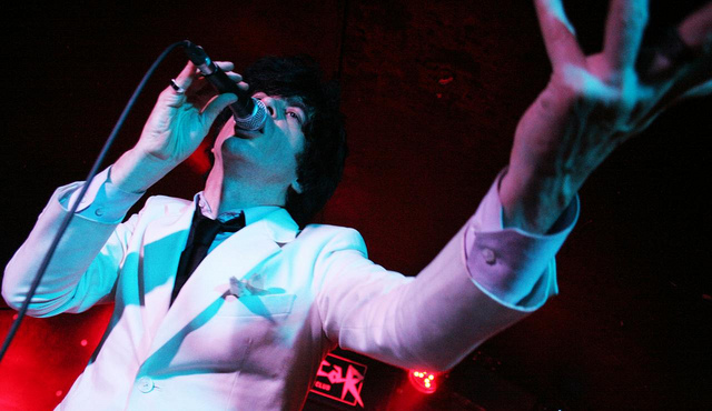 Ian Svenonius performing with Chain & the Gang.