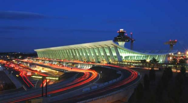The Dulles Main Terminal at night in 2006.